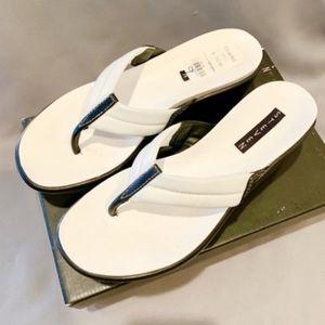 Steve Madden Black & White Darie Flip Flop